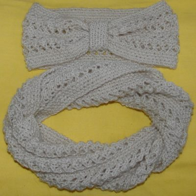 Knitting pattern for twisted lacy cowl